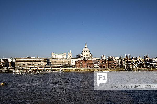 Vereinigtes Königreich  England  London  St. Paul's Cathedral und Themse
