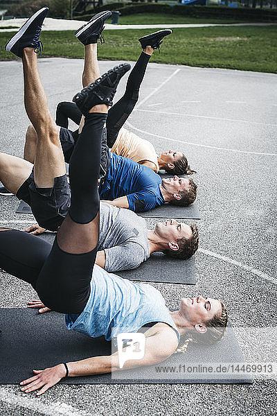 Sportliche Mannschaft während des Trainings