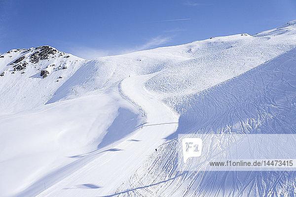Frankreich  Französische Alpen  Les Menuires  Trois Vallees  Blick auf leeren Hang