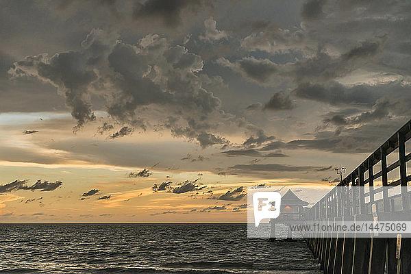 USA  Florida  Naples  Naples Pier bei Sonnenuntergang