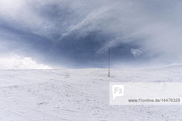 Frankreich  Französische Alpen  Les Menuires  Trois Vallees  Mark im Schnee
