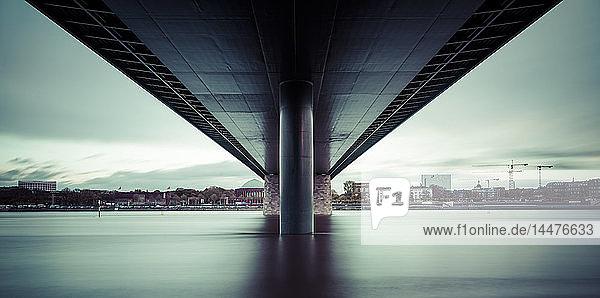 Deutschland  Düsseldorf  Oberkasselbrücke