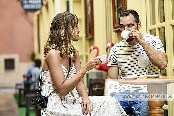 Spain,  Andalusia,  Malaga,  couple having a coffee in an alley