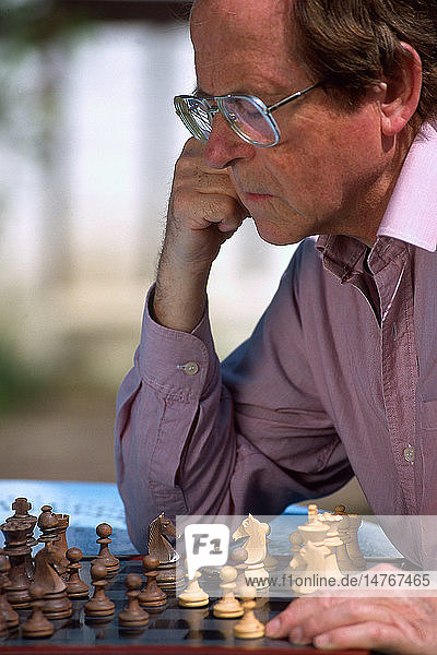 ELDERLY PEOPLE PLAYING CHESS