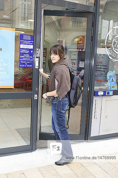 STUDENT IN BANK