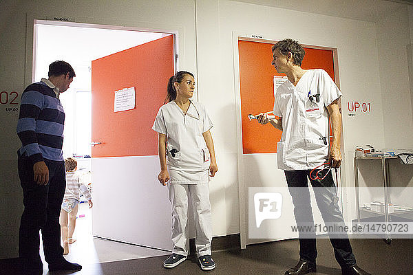 Reportage in the pediatric emergency unit in a hospital in Haute-Savoie  France. A doctor talks to a nurse.
