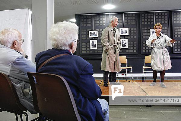 Theaterstück über die Alzheimer-Krankheit von der Theatergruppe Inattendu  organisiert von der Gemeinde Eure  Frankreich  für Patienten und pflegende Angehörige.