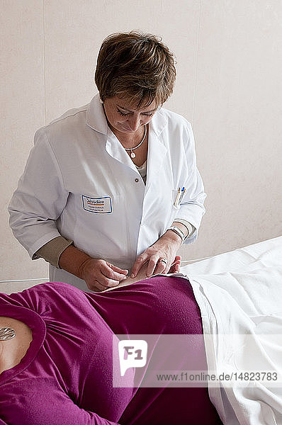 ACUPUNCTURE PREGNANT WOMAN