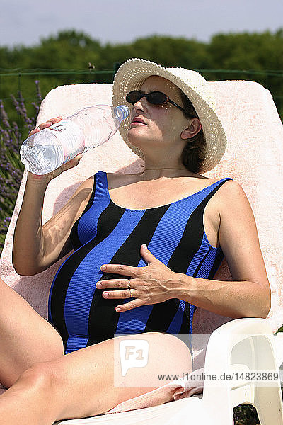 PREGNANT WOMAN WITH A DRINK