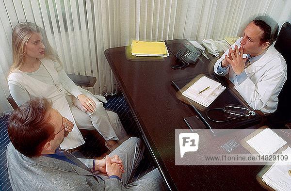 COUPLE AT HOSPITAL CONSULTATION