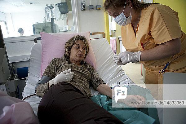 HEMODIALYSIS OF A WOMAN