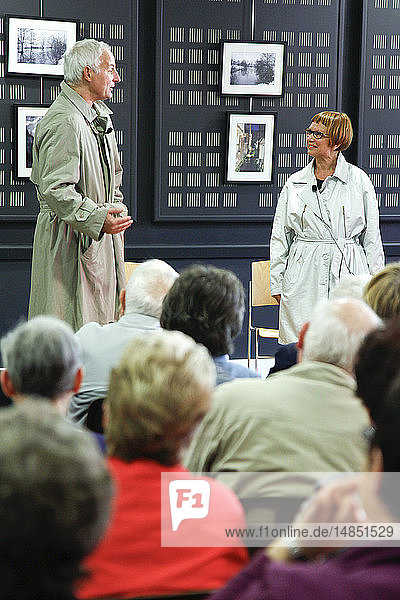 Play about Alzheimer?s disease by the Inattendu theatre company  organized by the Eure council  France  for patients and family carers.