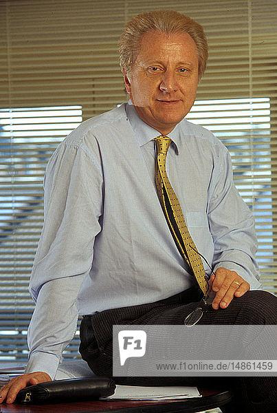 DR. FRUCHART