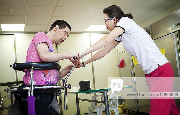 Reportage on a sports instructor specialising in adapted physical activity in a specialised care home for adults with mutliple disabilities in France. The instructor helps a young man practice walking once a week. The Science and Technique of Physical and