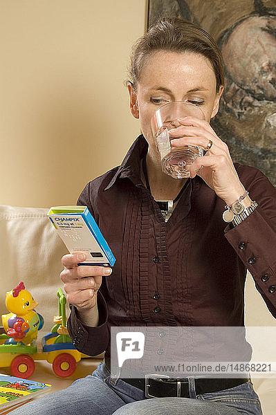 SMOKING TREATMENT WOMAN