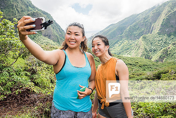 Hikers taking selfie in rainforest  Iao Valley  Maui  Hawaii
