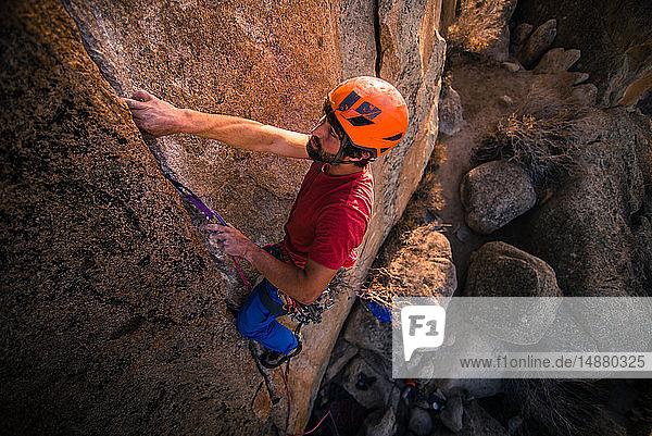 Climber trad climbing  Klein-Ägypten  Bischof  Kalifornien  USA