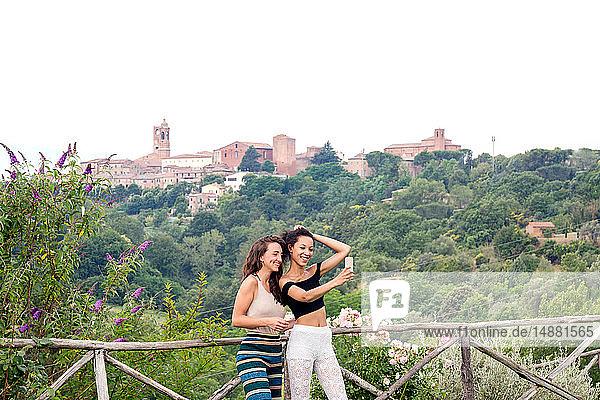 Freunde  die sich selbst nehmen  Città della Pieve  Umbrien  Italien