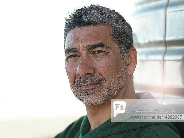 Kopf- und Schulterporträt eines Mannes