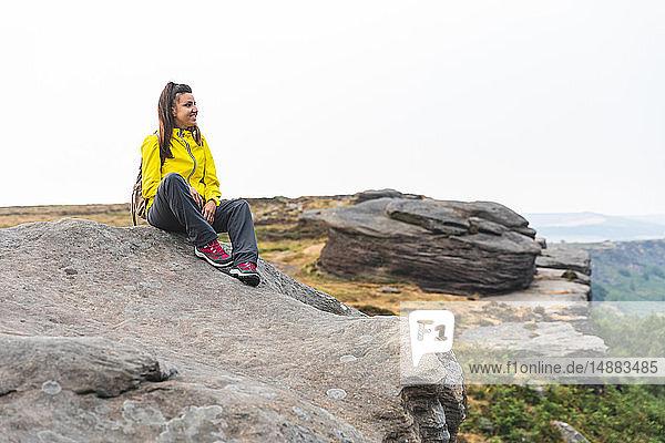 Wanderer entspannt und glücklich  Chrome Hill  Peak District  Derbyshire