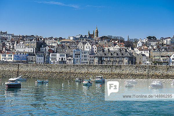 Vereinigtes Königreich  Kanalinseln  Guernsey  Strandpromenade von St. Peter Port