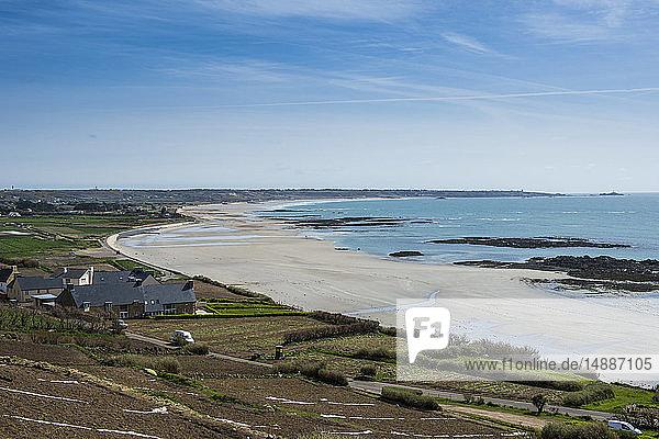 Vereinigtes Königreich  Kanalinseln  Jersey  Blick über die Bucht von St. Ouens