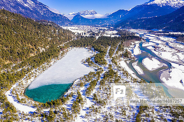 Österreich  Tirol  Lechtal  Lechfluss im Winter  Luftbild