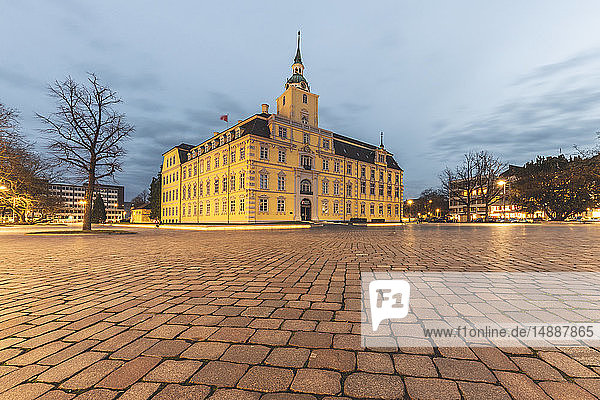 Deutschland  Niedersachsen  Oldenburg  Oldenburger Schloss am Abend