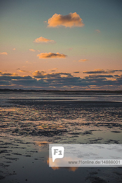 Deutschland  Sylt  Nationalpark Schleswig-Holsteinisches Wattenmeer  Dünenlandschaft  Ellenbogen  Abendlicht  Sonnenuntergang