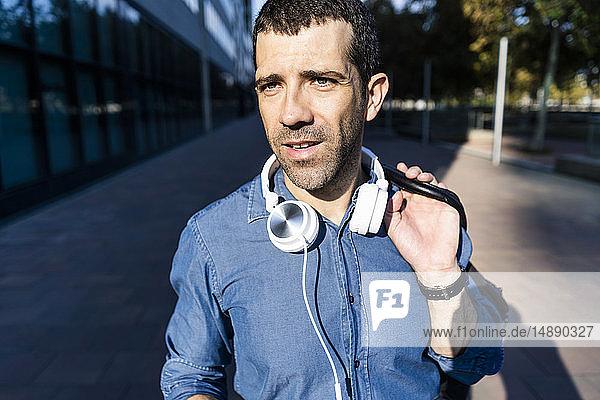 Porträt eines Mannes mit Kopfhörer