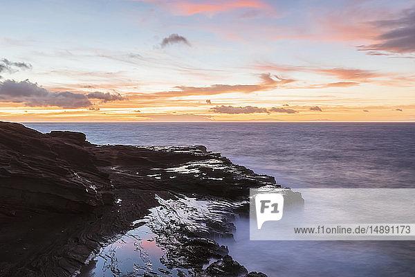 USA  Hawaii  Oahu  Lanai  Pazifischer Ozean bei Sonnenaufgang