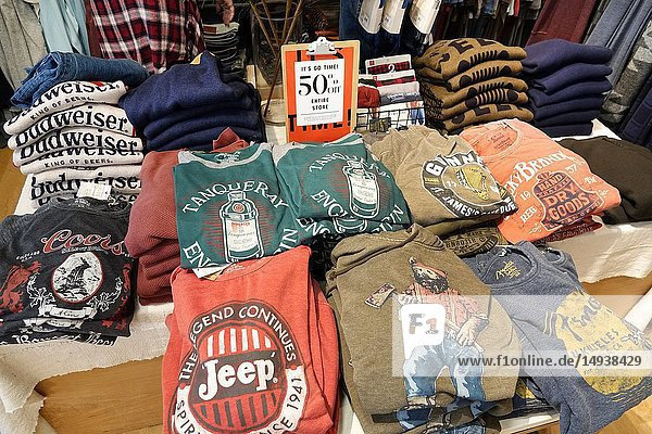 Florida  Fort Ft. Lauderdale  Pembroke Pines  Shops At Pembroke Gardens mall  shopping  Lucky Brand Jeans  inside  tee shirts  promotion 50%
