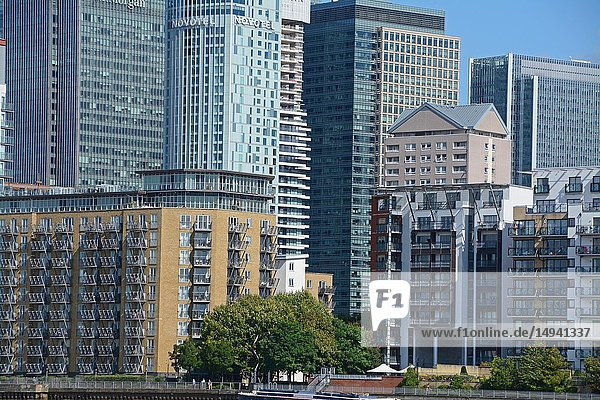 Canary Wharf business area office and apartment buildings. London  England  Great Britain  Europe.