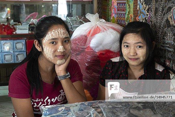 North-Thailand  Mae Sai  sales girls  face-painting  portrait