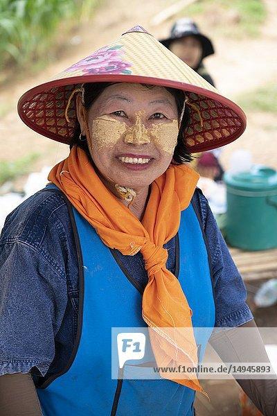 North-Thailand  Tham Luang  Mae Sai  woman  face-painting  portrait