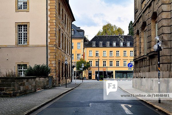 Munzgasse street next to Margravial Opera House (on left) and Iwalewahaus on right  in front historic building along Opernstrasse  old town of Bayreuth  capital of Upper Franconia  Bavaria  Bayern  Germany  Europe