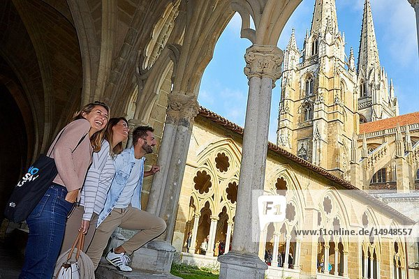 Guide with tourists  Tour  Saint Mary of Bayonne Cathedral  Bayonne  Aquitaine  Pyrenees Atlantiques  France  Europe