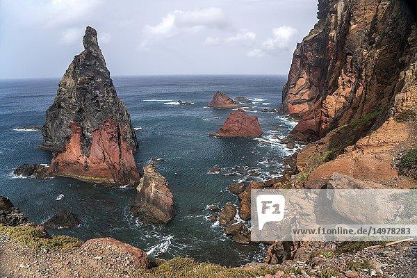 Felsen im Meer an der Halbinsel Ponta de Sao Lourenco  Madeira  Portugal  Europa | rocks at the coast of Ponta de Sao Lourenco peninsula  Madeira  Portugal  Europe.