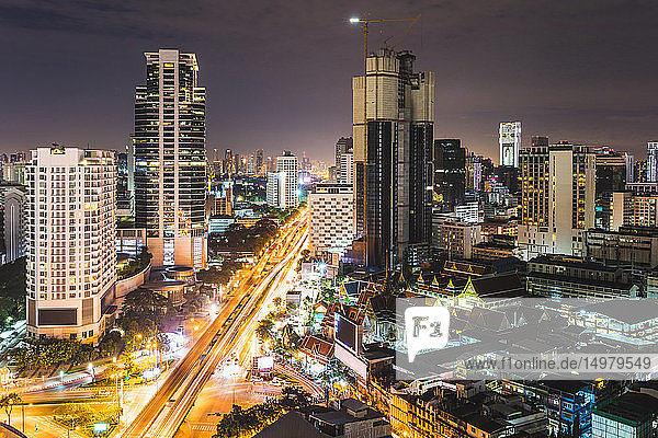 Stadtbild bei Nacht  Bangkok  Thailand