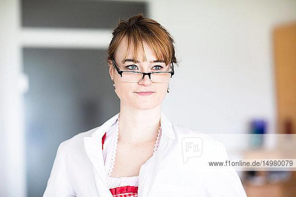 Porträt einer Brillenträgerin