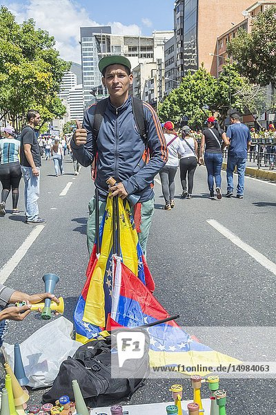 March and rally called for this Tuesday  February 12  by Juan Guaidó  president of the National Assembly sworn in as Acting President of Venezuela with the purpose of encouraging the Armed Forces to allow the entry of humanitarian aid to Venezuela.