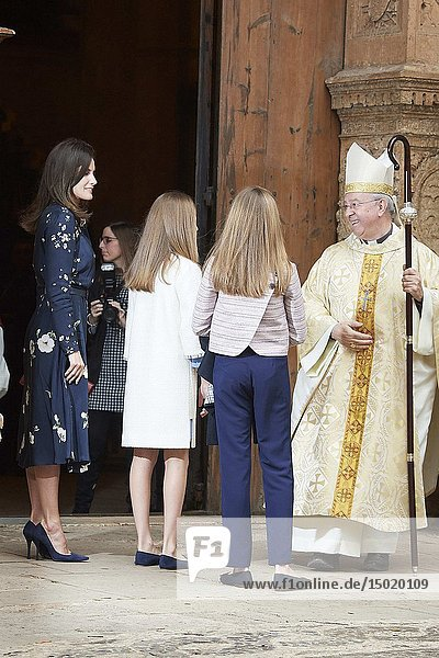 Queen Letizia of Spain  Crown Princess Leonor  Princess Sofia arrive for the Easter Mass at Cathedral of Palma de Mallorca on April 21  2019 in Palma  Spain