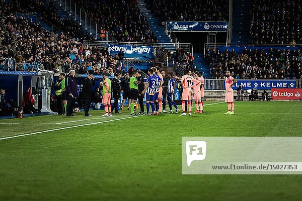 Players of both teams wait while the referee reviews the VAR in the Spanish League match between Deportivo Alaves and FC Barcelona at Estadio de Mendizorroza on April 23  2019 in Vitoria  Spain