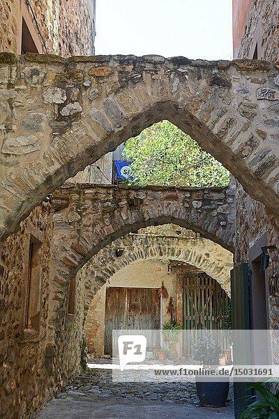 Hotel 3 Arcs. Medieval town of Besalú  La Garrotxa  Province of Girona  Catalonia  Spain  Europe.