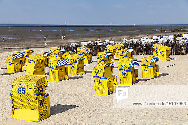 Germany  Lower Saxony  Cuxhaven  Duhnen  beach with hooded beach chairs  tideland