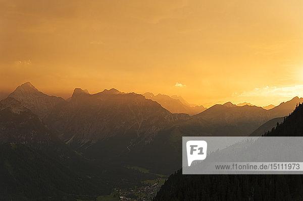 Österreich  Tirol  Maurach  Rofangebirge bei Sonnenuntergang