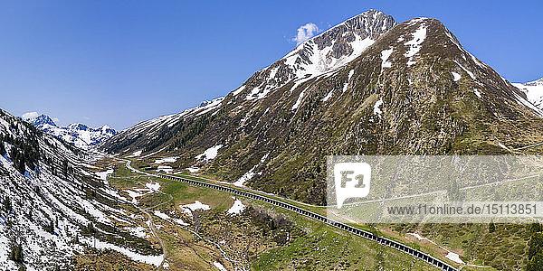 Luftaufnahme über Lawinenschutzgalerie an der Kühtai-Passstrasse  Tirol  Österreich