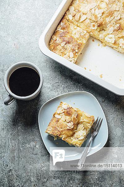 Butterkuchen  Hefeteig mit Mandel-  Zucker- und Butterguss