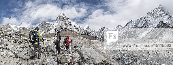 Nepal  Solo Khumbu  Everest  Mountaineers at Gorak Shep