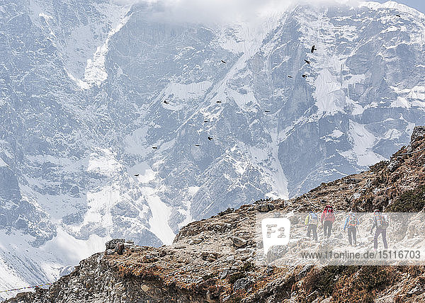 Nepal  Solo Khumbu  Everest  Maountaineers in Dhugla